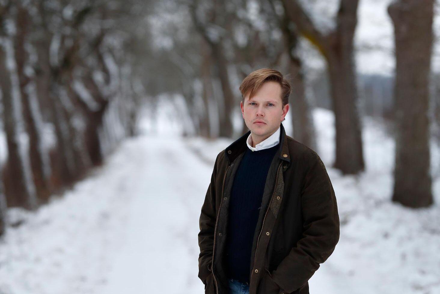 Edvard Hollertz, ledarskribent på ATL.
