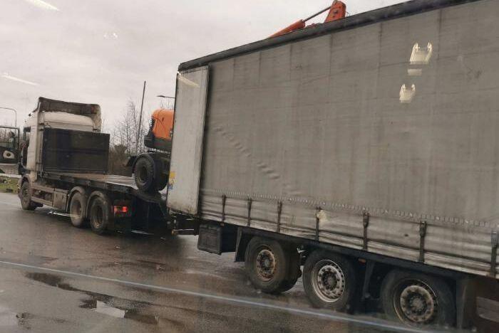 Två lastbilar skulle köra maskinerna till Rumänien.