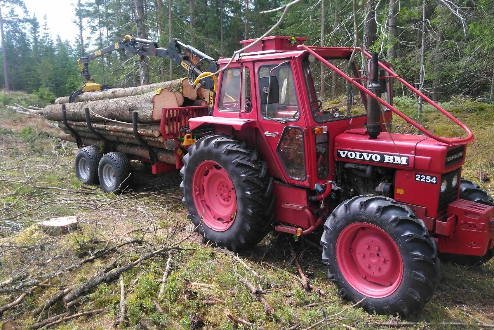 Volvo BM 2254 är en fin traktor i skogen, tycker Martin Dermark.