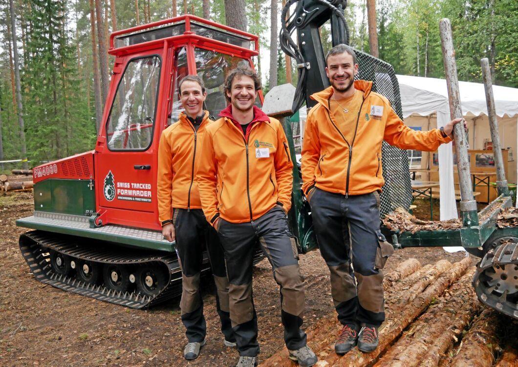 De tre bröderna Joachim, Sebastian och Elias Widmer från Schweiz har tagit fram en bandskotare. De är själva aktiva entreprenörer där de jobbar med motorsåg och sin egen maskin.