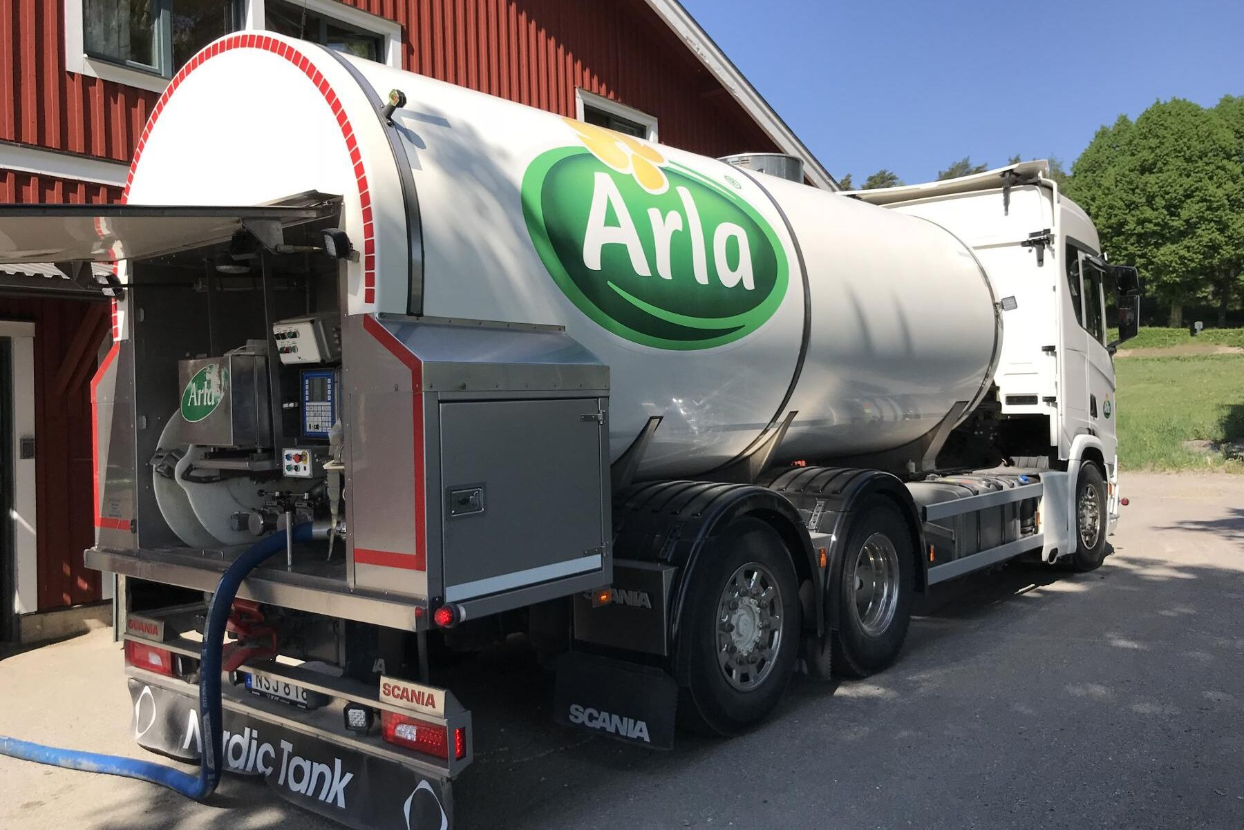 Mjölkbönderna i Östergötland levererar cirka 220 miljoner kilo mjölk till mejeriet i Linköping varje år. På sikt kommer det att behövas mer i och med att Arla nu investerar i en ny förpackningslinje där.