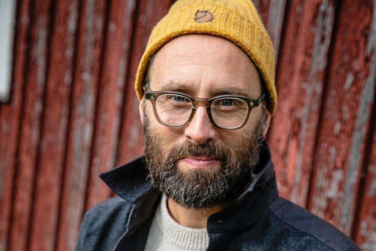 Fjällrävens innovationschef Erik Blomberg har hittills bara köpt vit svensk ull men testar gärna grå gotlandsull.