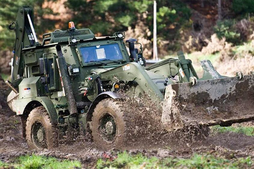 JCB:s värstinglastare utvecklades för den amerikanska militären. Nu finns den ytterligare ett antal länders försvar, däribland Sveriges.