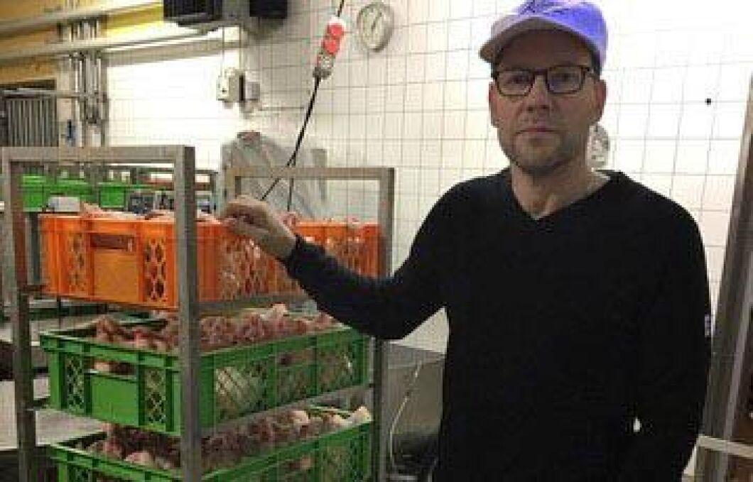 Smitta är en färskvara menar Johan Karlsson, vd för Knäreds kyckling AB.