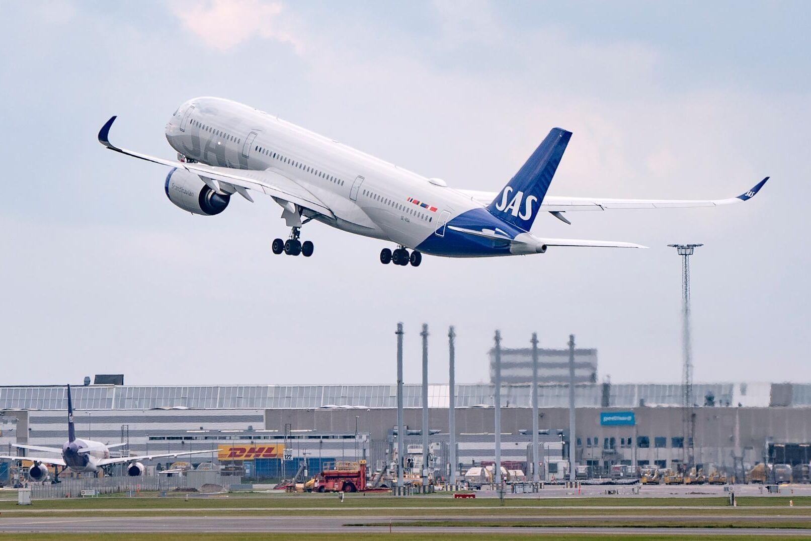 Från och med den första juli är det krav på inblandning av biodrivmedel i flygfotogen i Sverige. Arkivbild.
