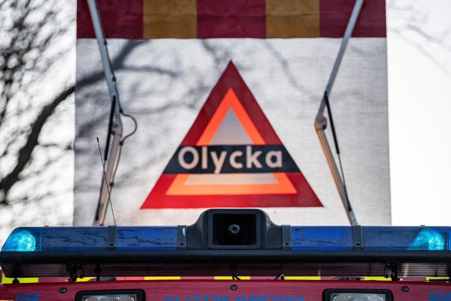 Varning för olycka visas på taket på en brandbil. Arkivbild.