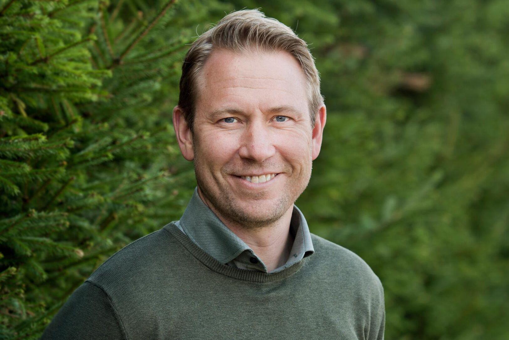Svenska Skogsplantor har märkt av vårens problem med frosttorka, samtidigt som svårigheter att få tag på erfaren personal också påverkat årets planteringar, enligt Tom Jägestedt.