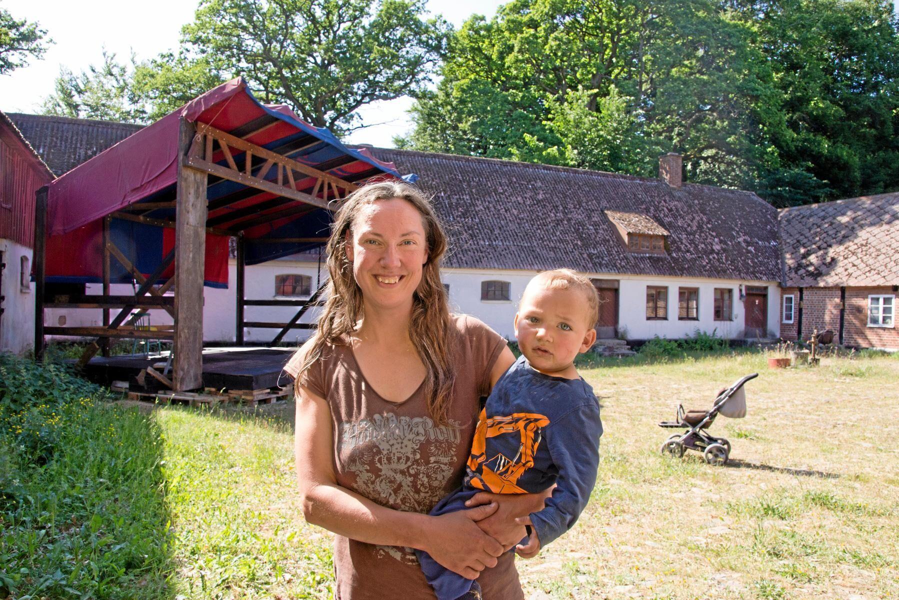 Ebba-Maria Olson och sonen Havde ser fram emot årets upplaga av Mossagårdsfestivalen.