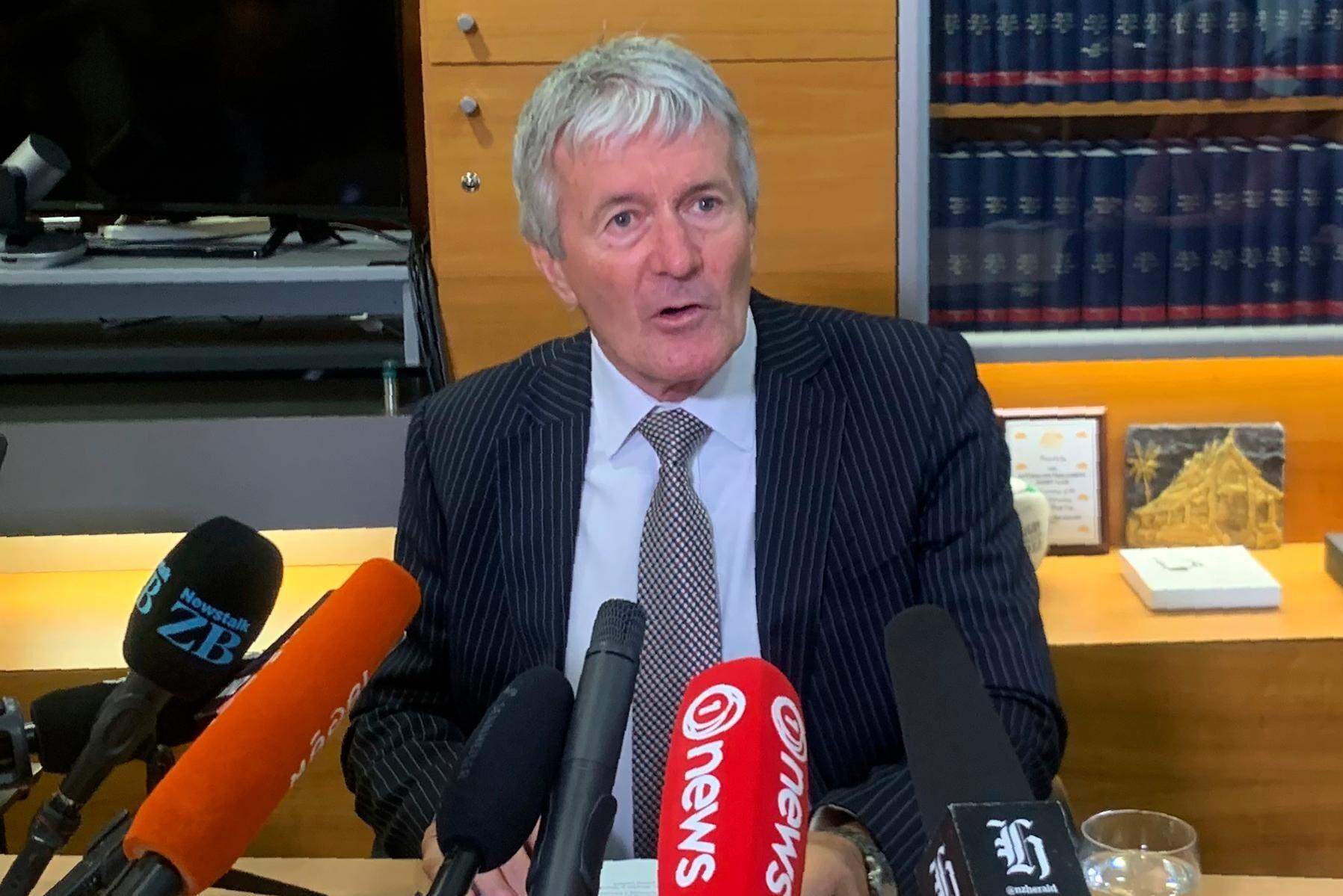Nya Zeelands jordbruksminister Damien O'Connor pratar med media på onsdagen efter att beslutet om exportförbud har klubbats.