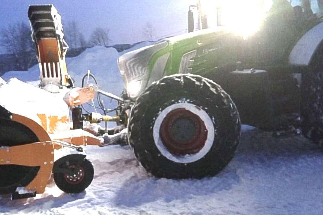 En Fendt med fronthydraul och frontkraftuttag är perfekt om man vill ha snöslungan i fronten på traktorn. Bilden kommer från Knut Brekken.