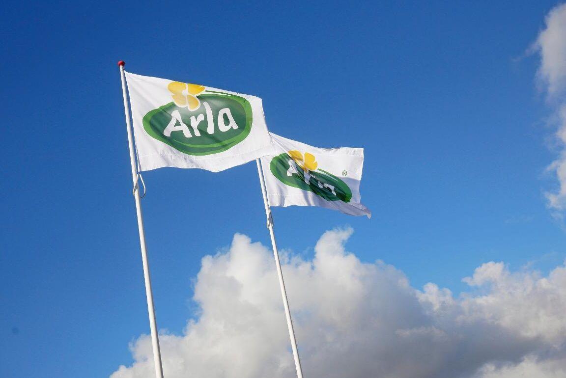 Mjölkprisets utveckling får nu kritik av Arlas konkurrenter.