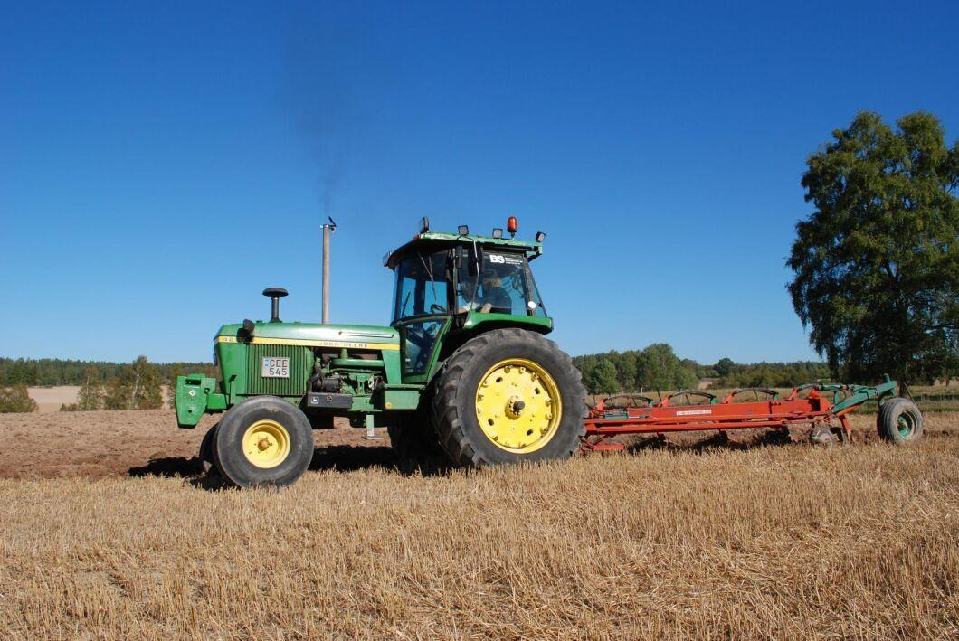 Med elmotor i plogens hjul kan redskapet skjuta på och hjälpa traktorn att dra mer än den annars klarat av. Systemet ska visas på Agritechnica i november.