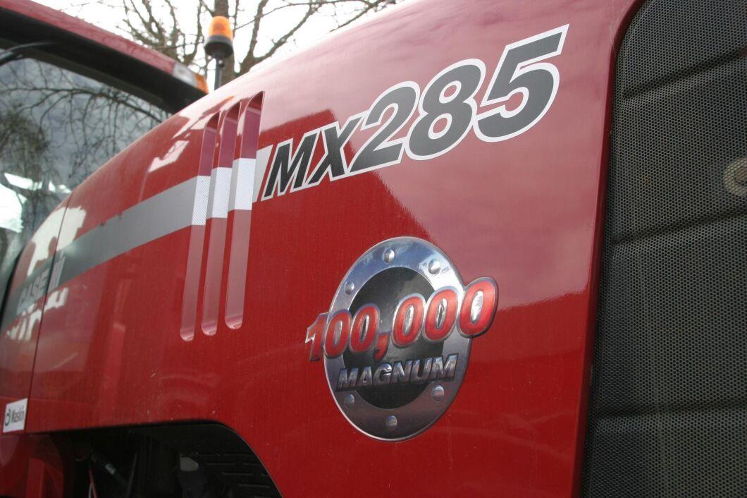 Magnum MX285 byggs mellan 2003 och 2006 och under denna tid firar fabriken i Racine, Wisconsin, USA, den fantastiska bedriften att ha byggt över 100000 Magnum.