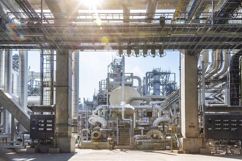 Preem har som mål att bli världens första klimatneutrala petroleum- och biodrivmedelsföretag, med nettonollutsläpp sett till hela värdekedjan innan år 2045. Till 2030 är målet att producera 5 miljoner kubikmeter biodrivmedel på sina anläggningar i Lysekil (bilden) och Göteborg.