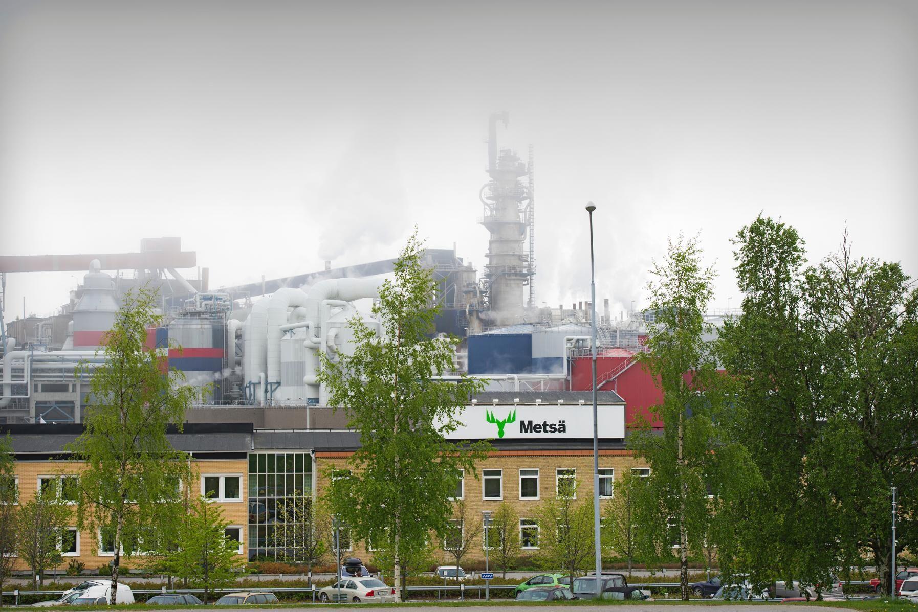 Metsä Board har tecknat avtal om att sälja 30 procent av massabruket Husum till den ekonomiska föreningen Norra Skog.