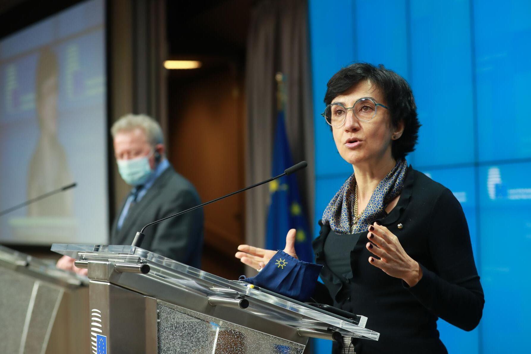 Portugals jordbruksminister Maria do Céu Antunes hoppas på att avsluta förhandlingarna om Cap innan halvårsskiftet. I bakgrunden syns jordbrukskommissionär Janusz Wojciechowski.