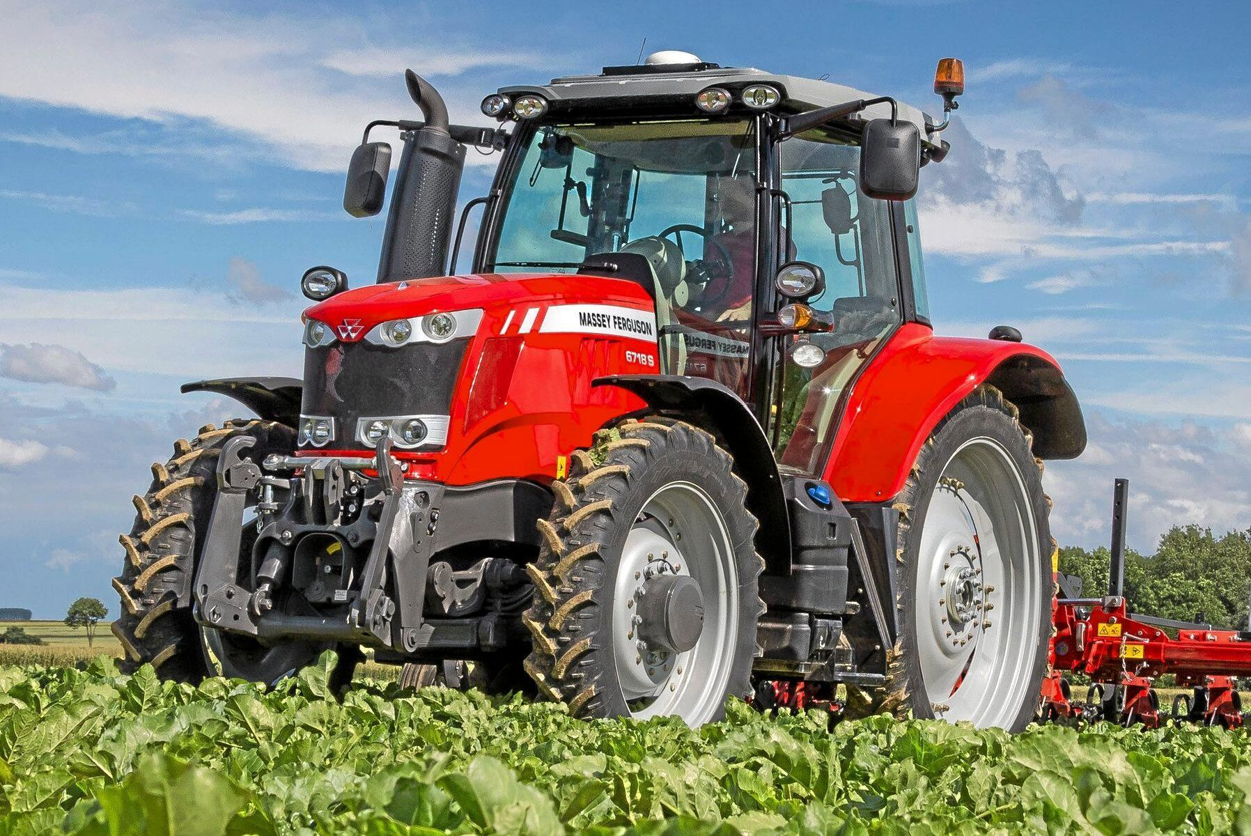 Massey Ferguson ökar återigen i registreringsstatistiken. Som ATL tidigare har berättat bunkrade svenska handlare upp sina lager kraftigt för några år sedan för att anpassa sig till det nya traktordirektivet, och nu när traktorerna är borta ökar registreringarna igen.