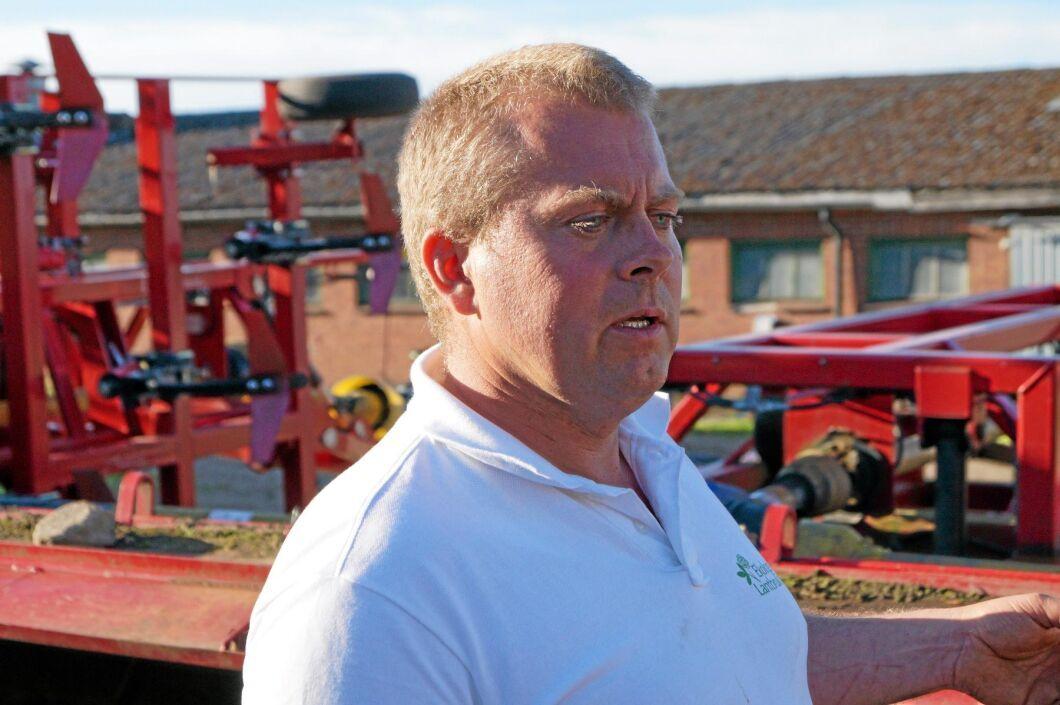 Magnus Bengtsson på Körslätts gård överväger om det går att reducera jordbearbetningen ytterligare.