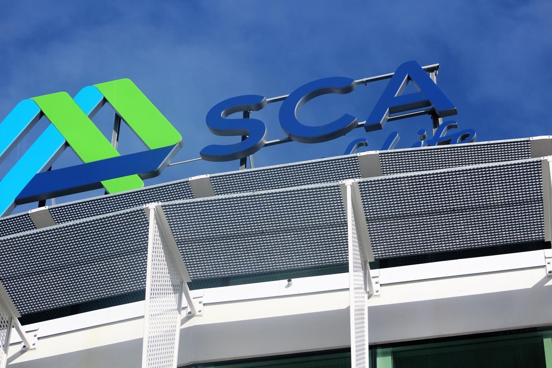 Uppåt för SCA. De som köpte SCA-aktier för ett år sen kan glädja sig åt en värdeökning på uppåt 60 procent, medan värdet på aktier i Byggmax nästan fördubblats.