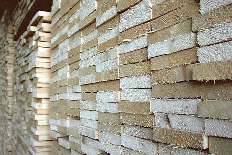 Sågade trävaror tillhör det som transporteras mest med stöd från transportbidraget. Arkivbild.