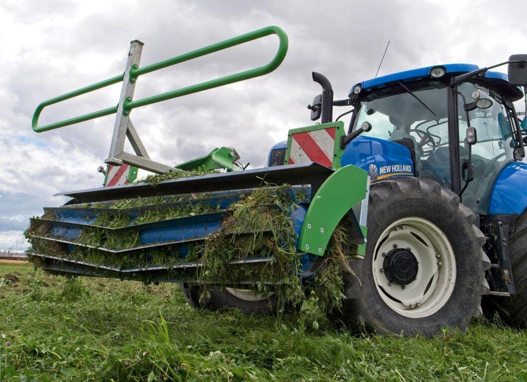 Crimper Roller är en ny produkt på svenska marknaden. Den skär och hackar gräs, mellangrödor och stubb.