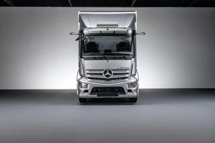En bild på Mercedes-Benz nya ellastbil som ska visas upp på ett digitalt event.