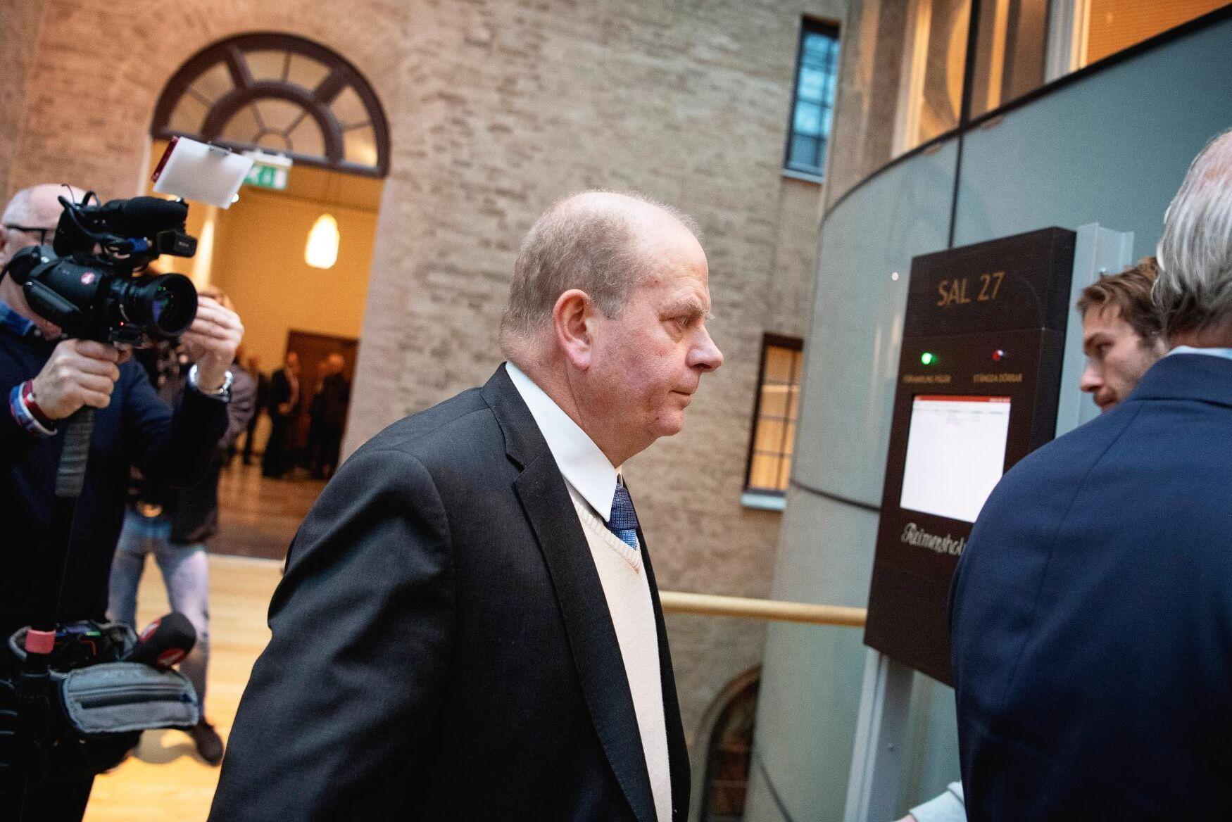 Före detta jordbruks- och landsbygdsminister Eskil Erlandsson (C) på väg in till förhandlingarna i tingsrätten i Stockholm förra året.