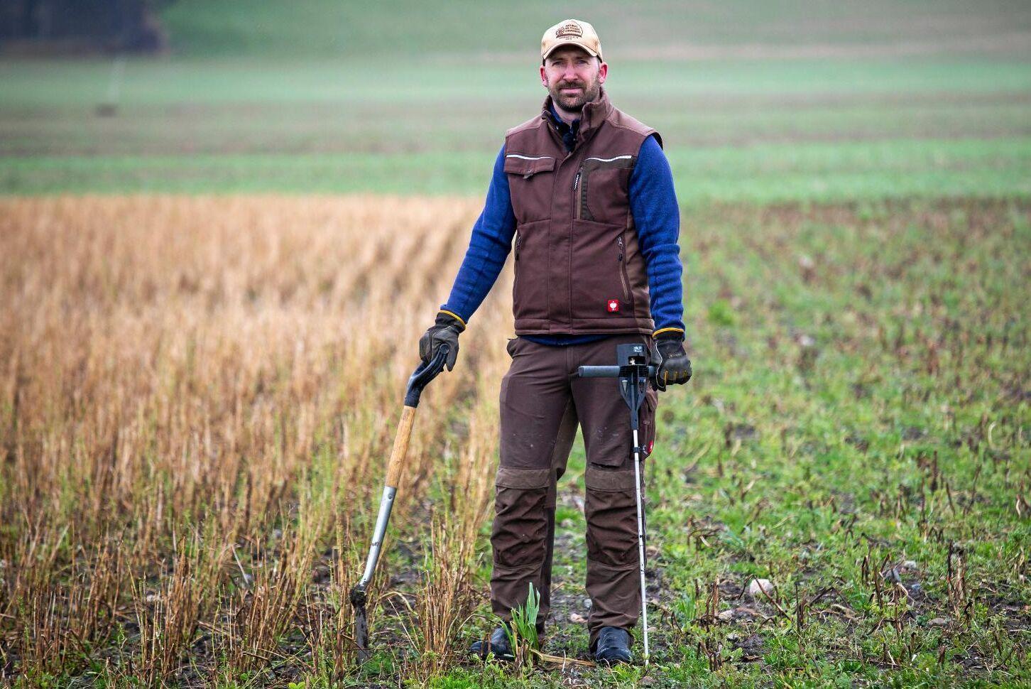 """På Krokstorps gård utanför Helsingborg driver Martin Krokstorp växtodlingen enligt principerna i """"conservation agriculture"""" – nu har han fått utmärkelsen årets bonde."""
