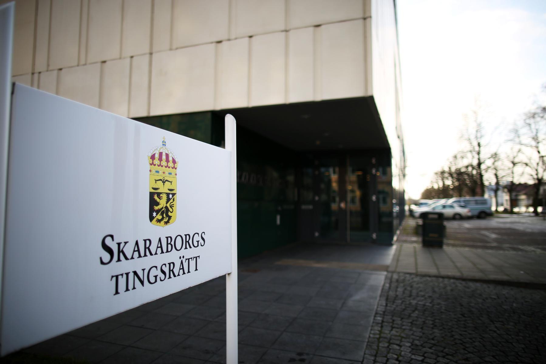 Tre män döms av Skaraborgs tingsrätt för grov stöld, försök till grov stöld och grovt häleri för att ha stulit sadlar och annan utrustning till ett värde av över en miljon kronor.