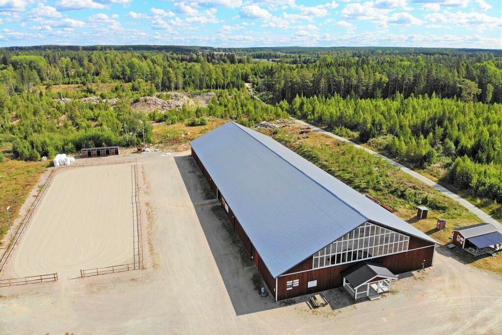 Nu är Julmyra Horse Center till salu.