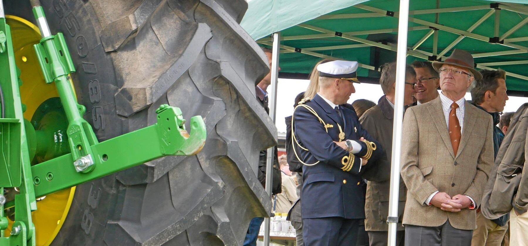 Ny teknik. Under Stenhammardagen fick kung Carl XVI Gustaf bland annat en uppvisning i hur John Deere arbetar med uppkopplad kundsupport.