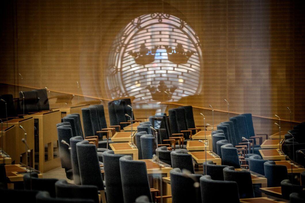 """""""Myndigheterna har utnyttjat riksdagens öppenhet för att ge myndigheterna viss frihet att lösa oförutsedda problem"""", skriver debattören."""