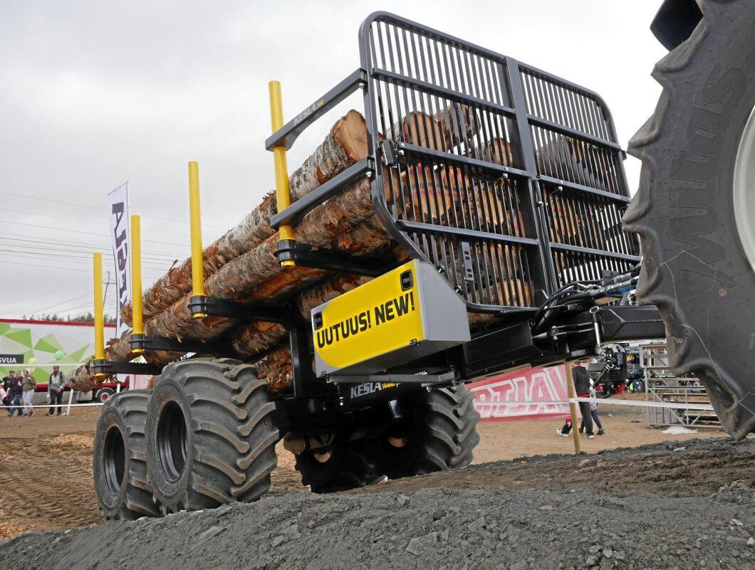 Kesla visade tre helt nya vagnar på mässan. Den största av dem, 144 ND ProTraction, har en Isobuskoppling till traktorn. Med den regleras hastigheten på navdriften automatiskt efter traktorns hastighet.