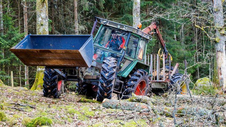 """""""Det är nog socknens fulaste traktor"""""""