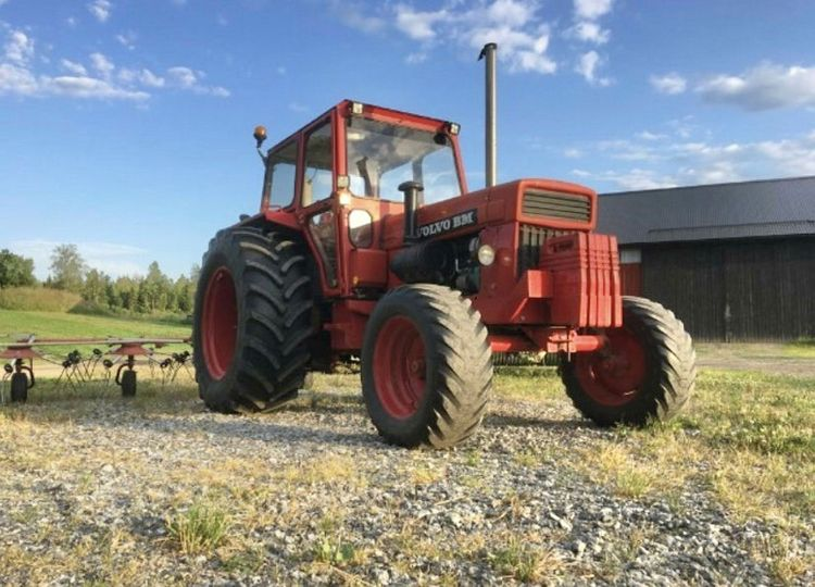 """""""Det här är bästa Volvo BM 810-traktorn"""", meddelar Annica Karlsson. I dag sitter hövändaren baktill."""