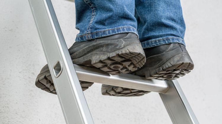 Föll tre meter mot betonggolv – lantbruk får böta