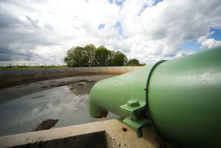 Bild med gödselbrunn. Just inom gödselhanteringen går det att göra mycket för att minska sina utsläpp.