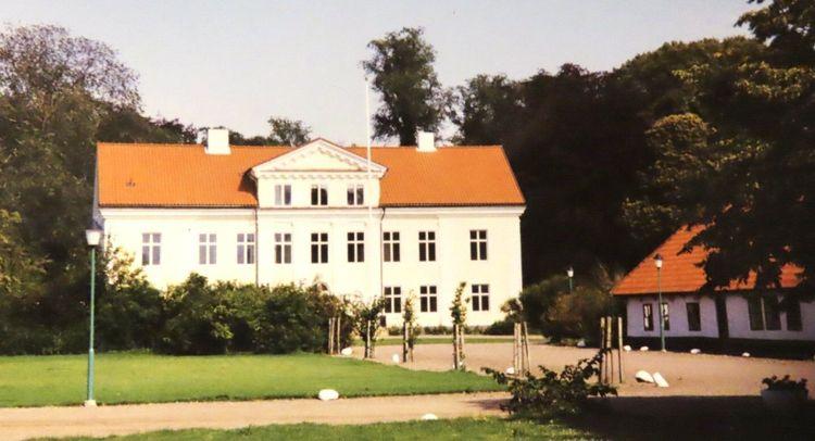 Huvudbyggnaden på Säbyholms gård.