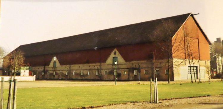 Lösdriftsstallet med mjölkgrop och det finns 185 SLB-kor 1986.