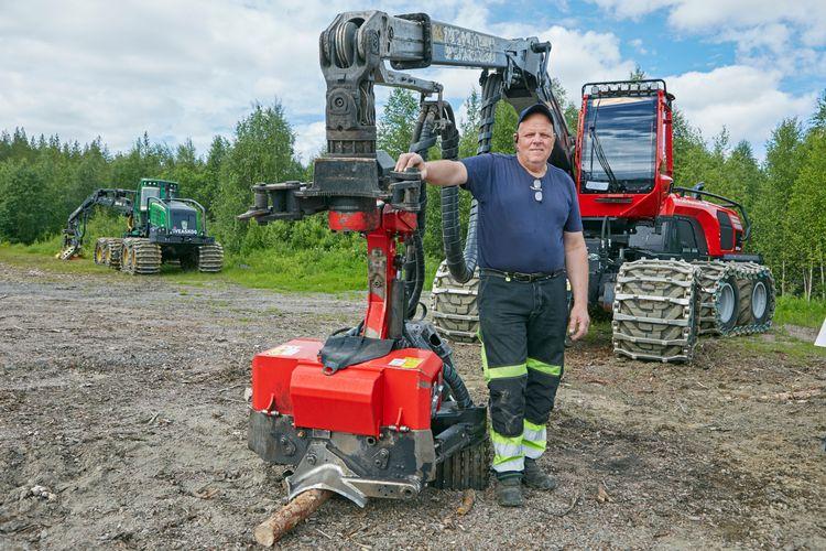 Leif Tillberg med sin skogsmaskin.