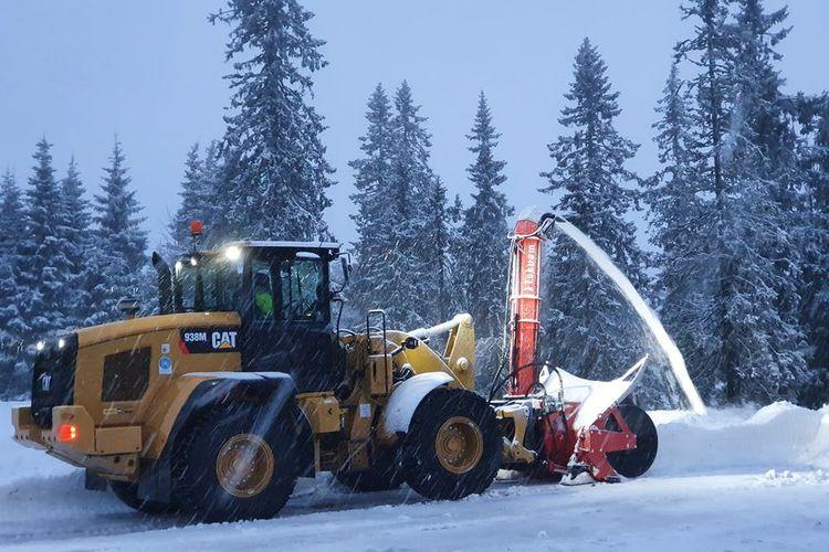 Tokvam har tagit fram en hydrauldriven snöslunga som de menar är världens största.