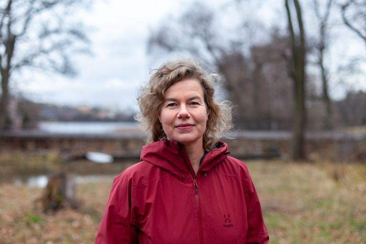 WWF:s jordbruksexpert Jenny Jewert fotograferad utomhus.