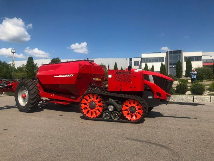 Röd maskin från Horsch.