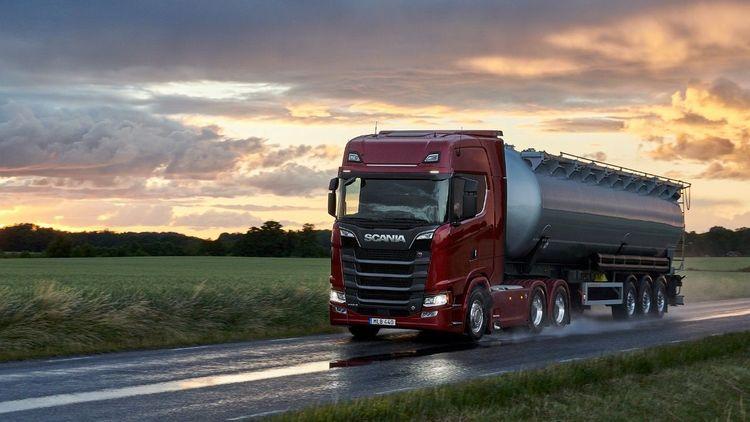 Tankbil från Scania.