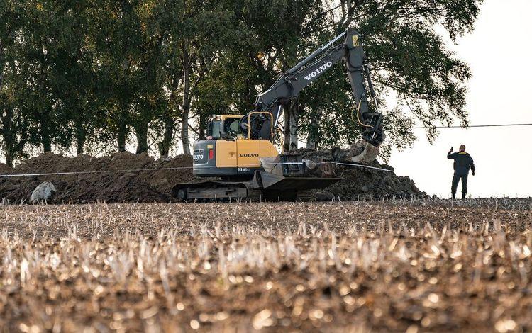 En man har omkommit i en olycka vid ett grävarbete i Skurups kommun.