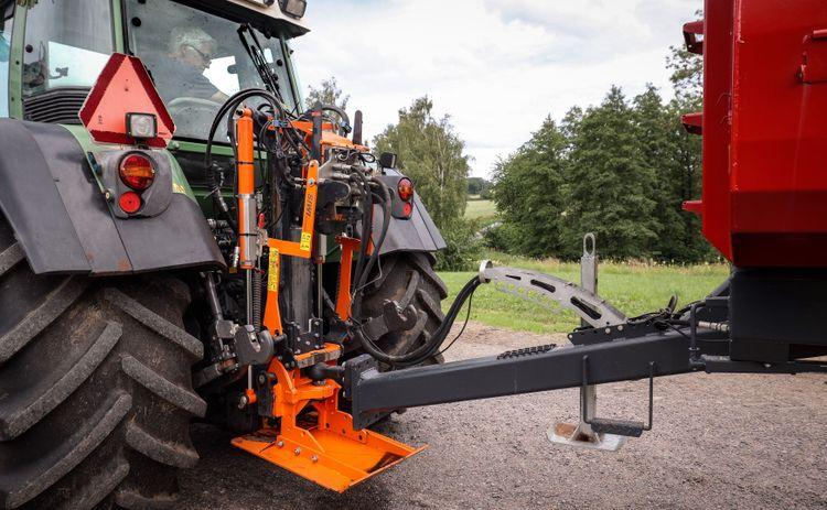 Närbild på drag på traktor.