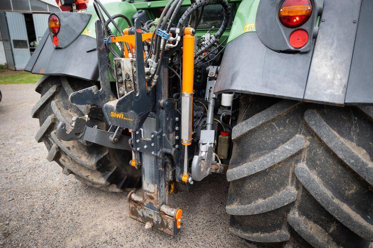 Närbild på traktordrag.