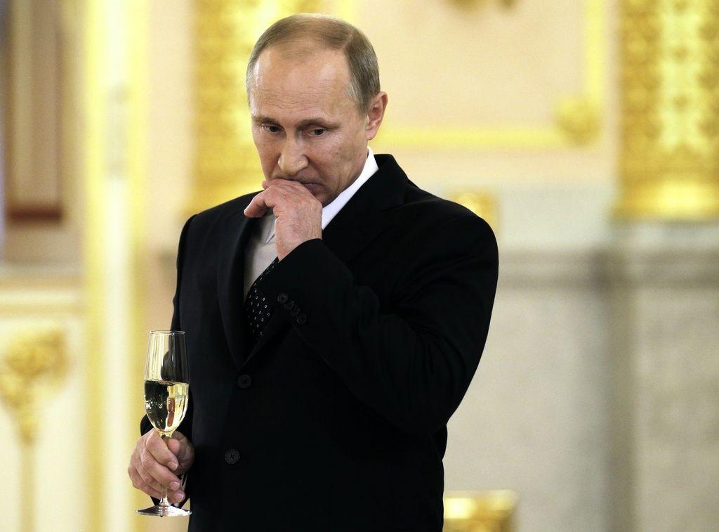 Den ryska presidenten Vladimir Putin har undertecknat en ny lag som retar gallfeber på de franska champagnetillverkarna – och den franska handelsministern. Arkivbild.